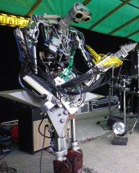 fingers-robot-guitariste-guitare-compressorhead-200